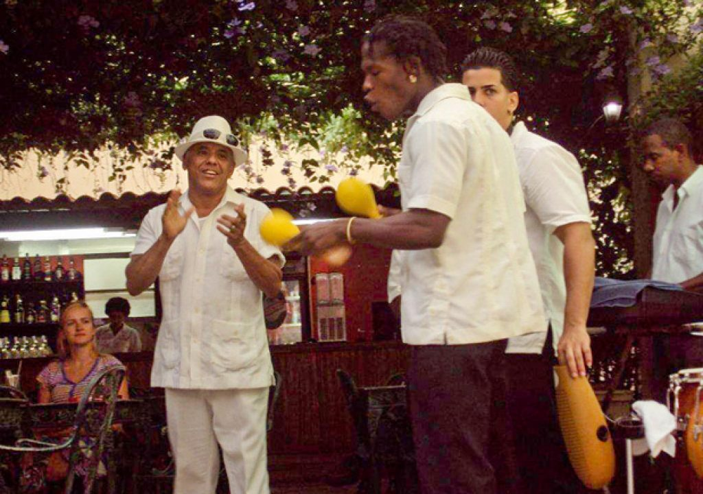 CUBA_street_musicians_performing.jpg