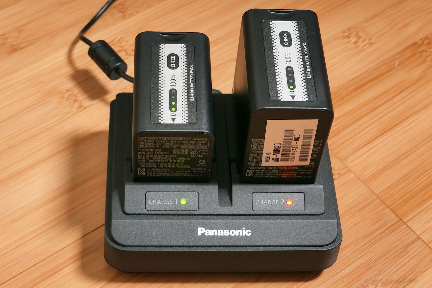 Battery charger with normal and high-capacity batteries.