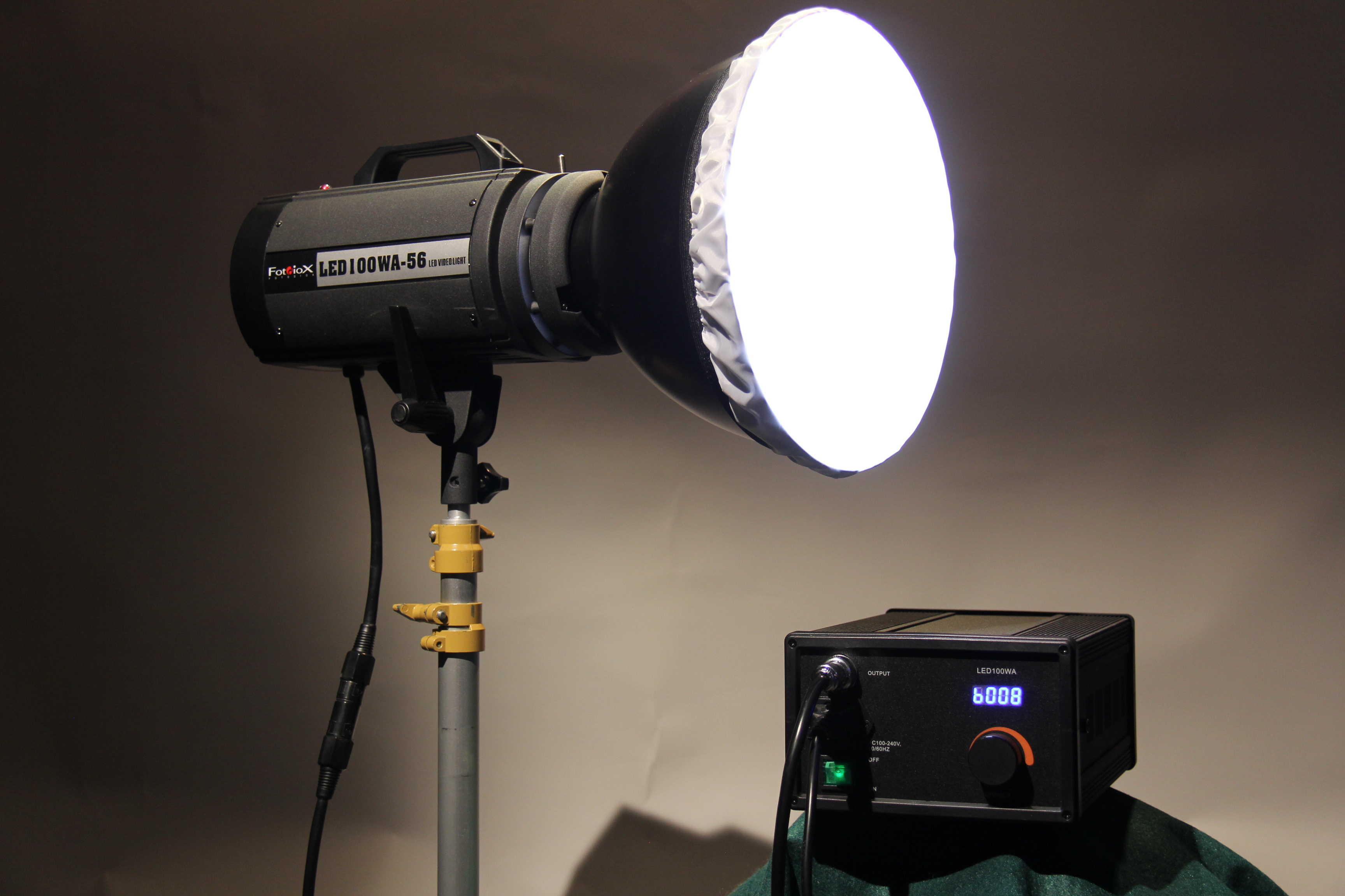 Review: Fotodiox LED100WA-56 Video Light 2