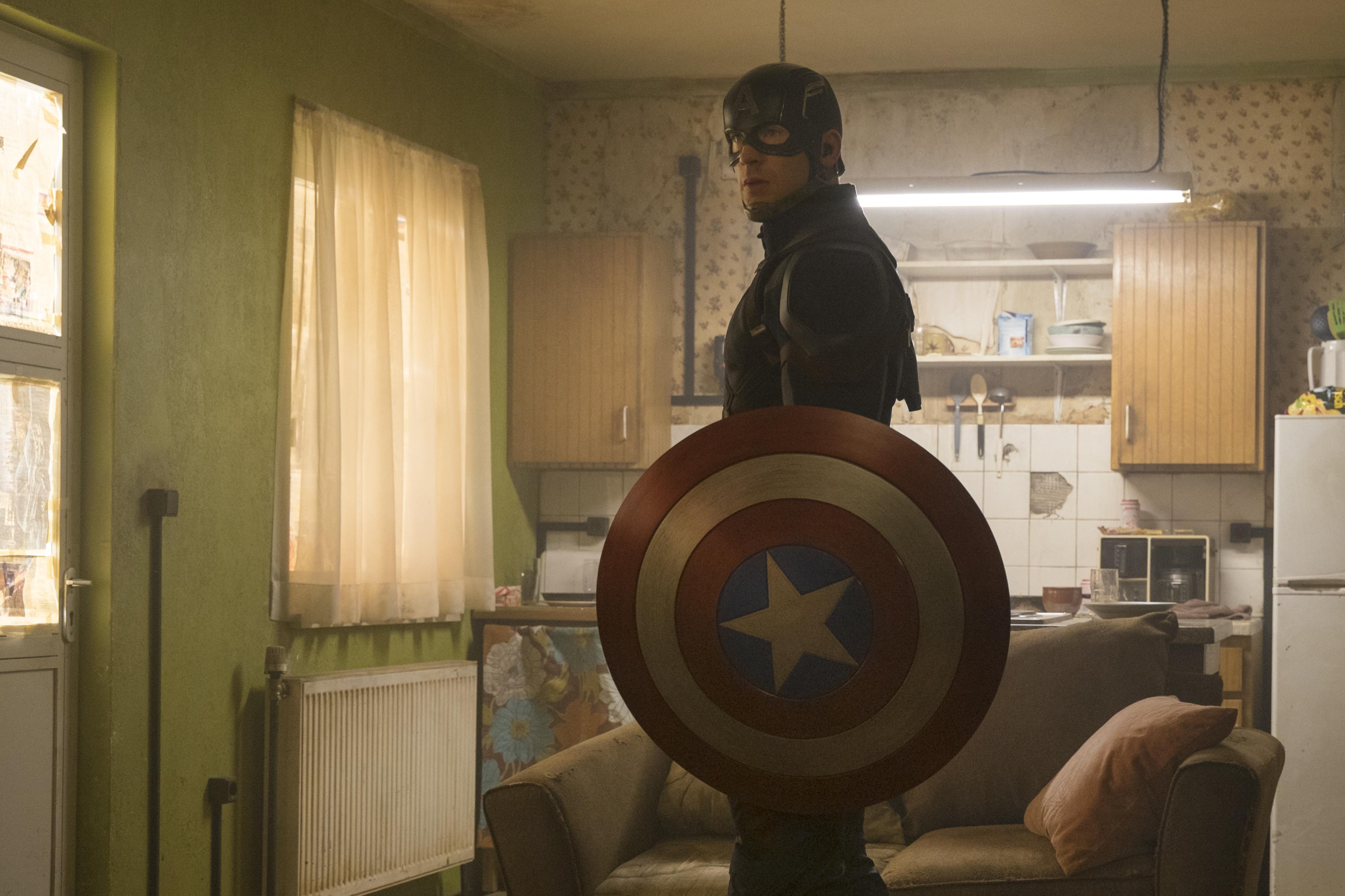 Marvel's Captain America: Civil War..Captain America/Steve Rogers (Chris Evans)..Photo Credit: Zade Rosenthal..© Marvel 2016