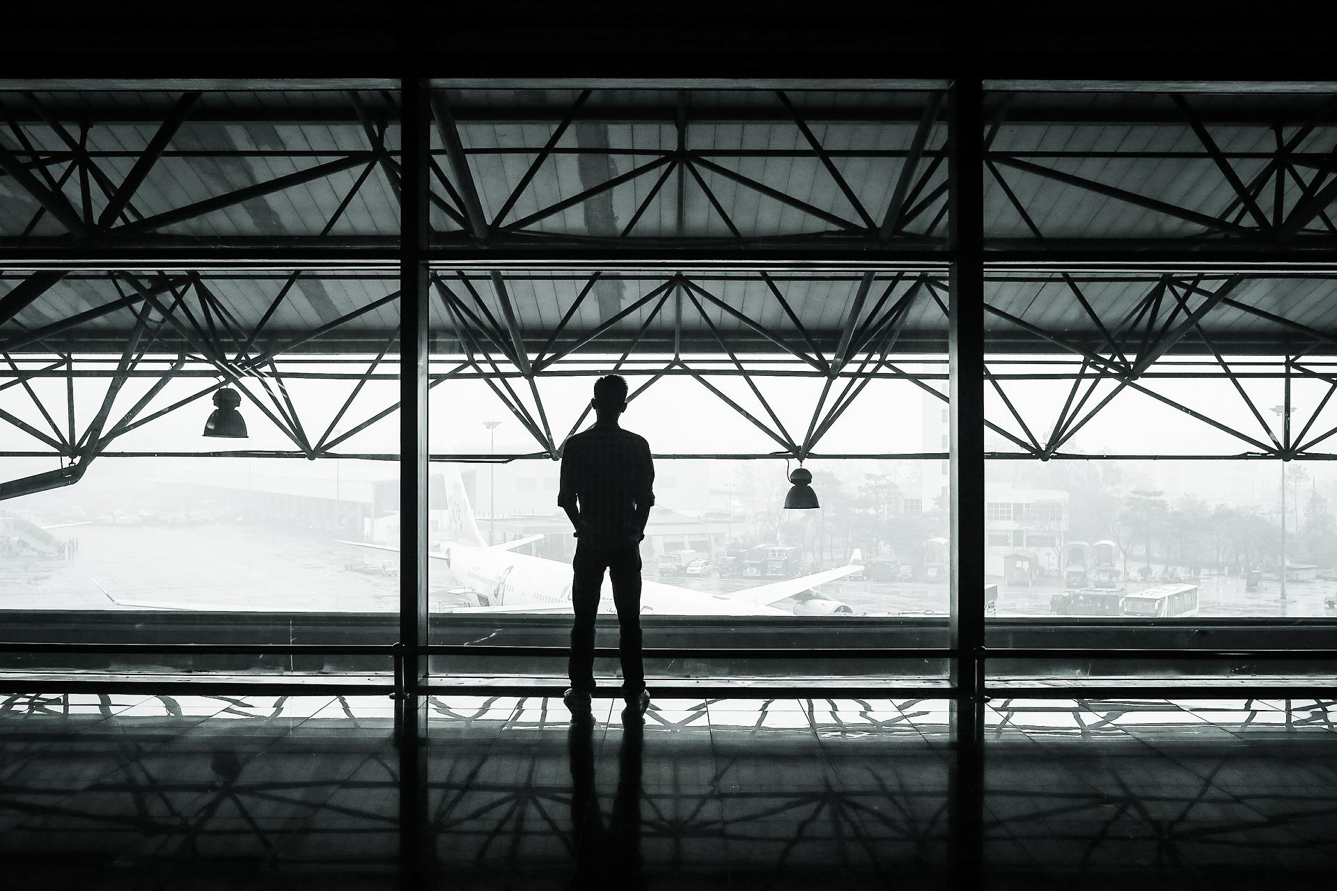 airport-351472_1920