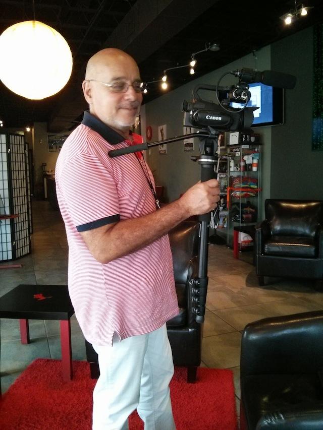 Ríchard Izarra of PRODU.com debuts his Canon XA20 camcorder 7