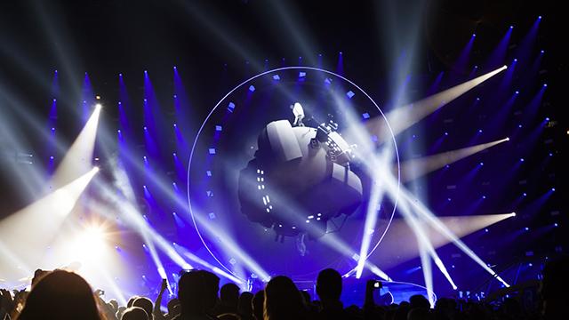Really Creative Media adds visual pop to Queen + Adam Lambert tour 9
