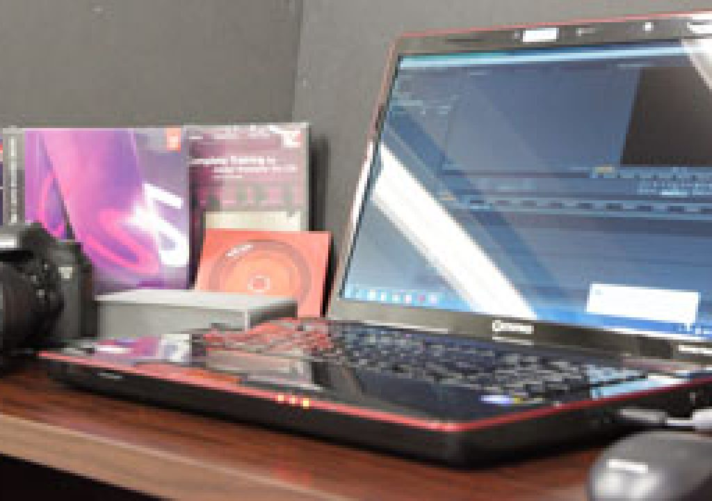 cs5bp-laptop-dslr.jpg