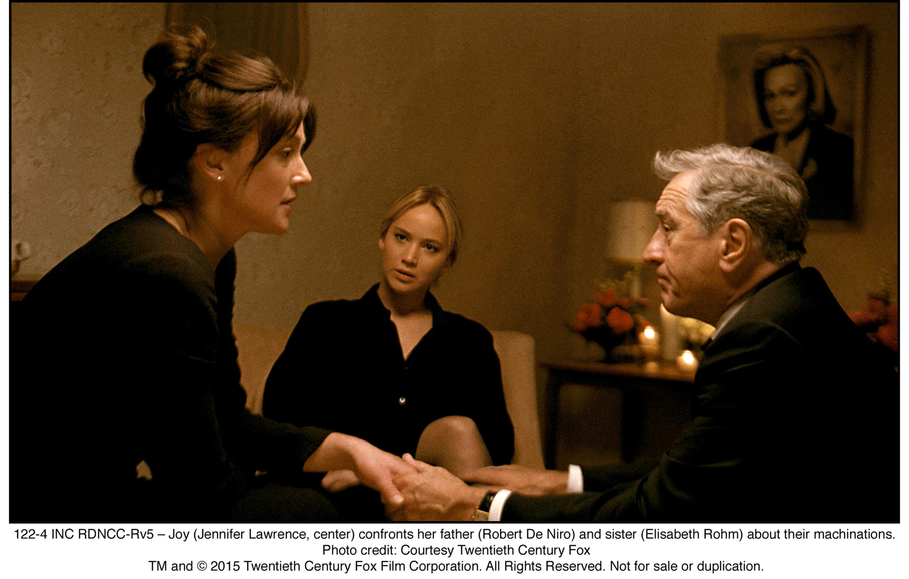 122-4 INC RDNCC-Rv5 – Joy (Jennifer Lawrence, center) confronts her father (Robert De Niro) and sister (Elisabeth Rohm) about their machinations.