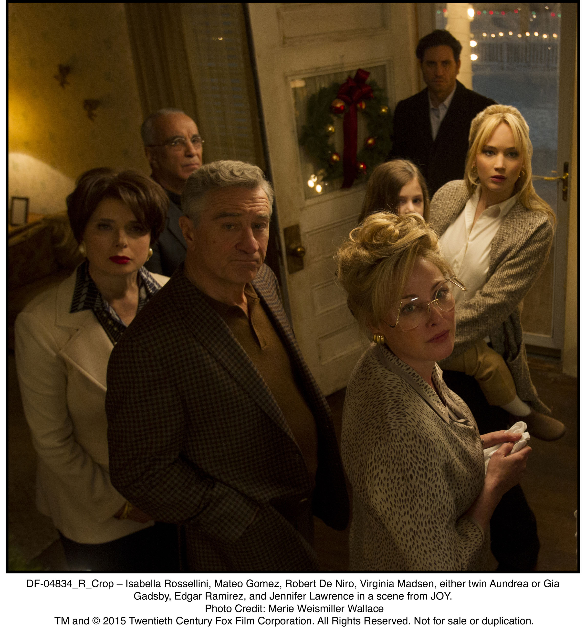 DF-04834_R_Crop – Isabella Rossellini, Mateo Gomez, Robert De Niro, Virginia Madsen, either twin Aundrea or Gia Gadsby, Edgar Ramirez, and Jennifer Lawrence in a scene from JOY.