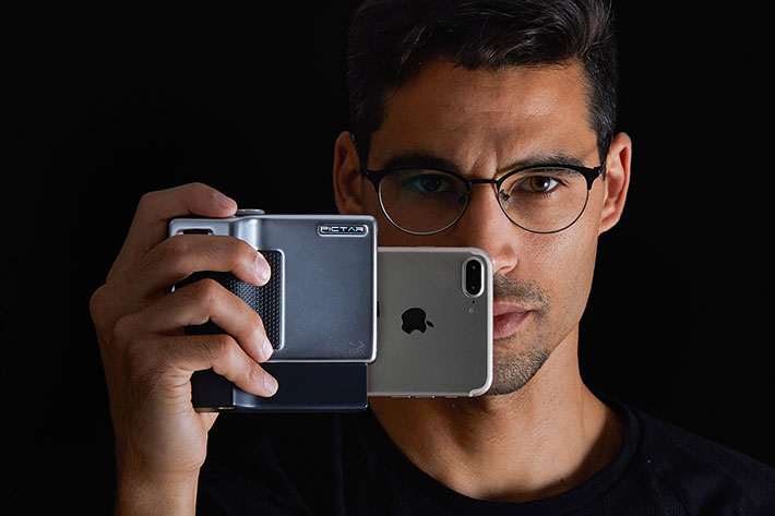 Pictar Pro: a new camera grip for iPhone and Android