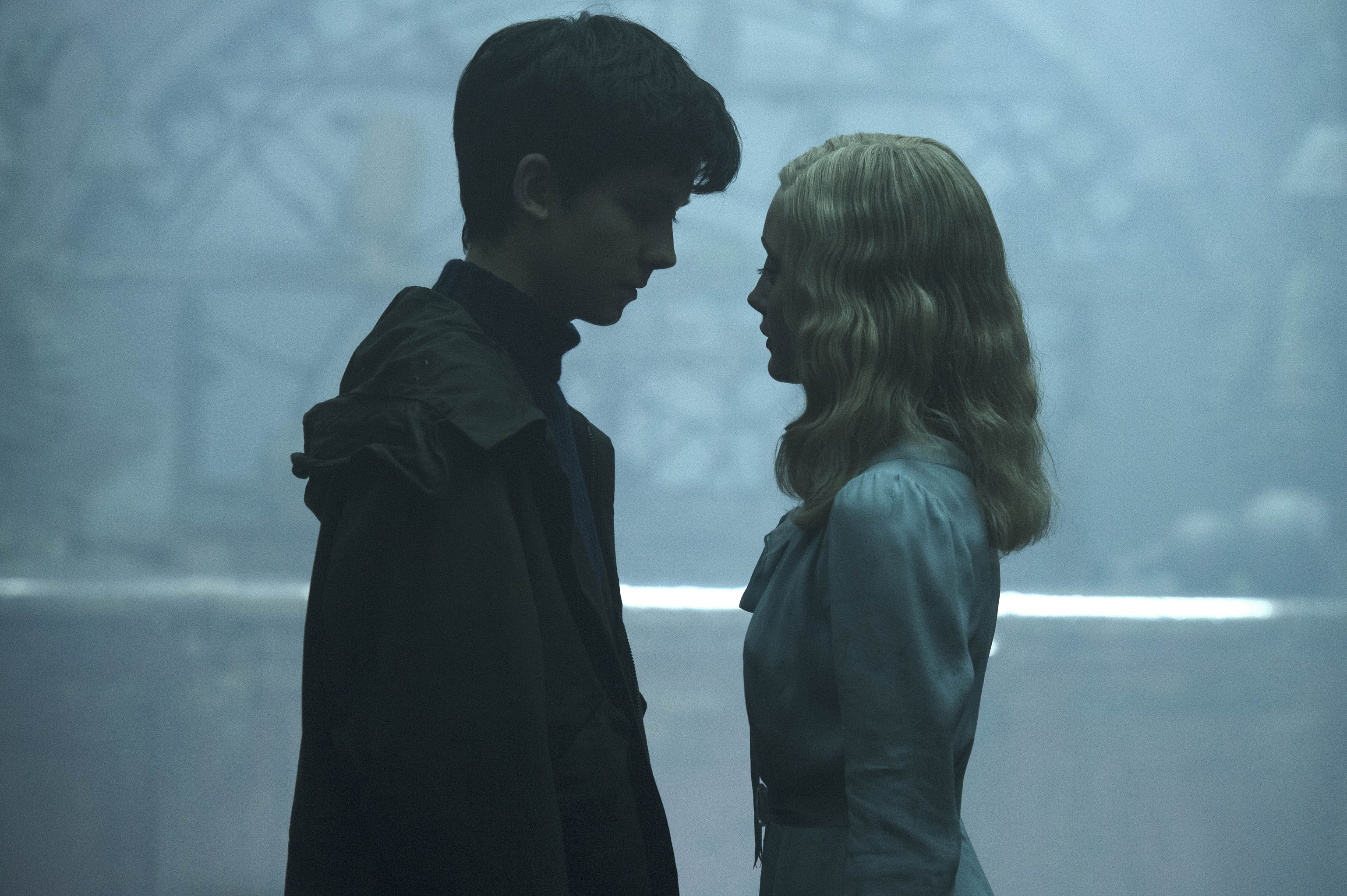 DF-05013 - Jake (Asa Butterfield) and Emma (Ella Purnell) grow close in the extraordinary world of MISS PEREGRINE'S HOME FOR PECULIAR CHILDREN. Photo Credit: Jay Maidment.