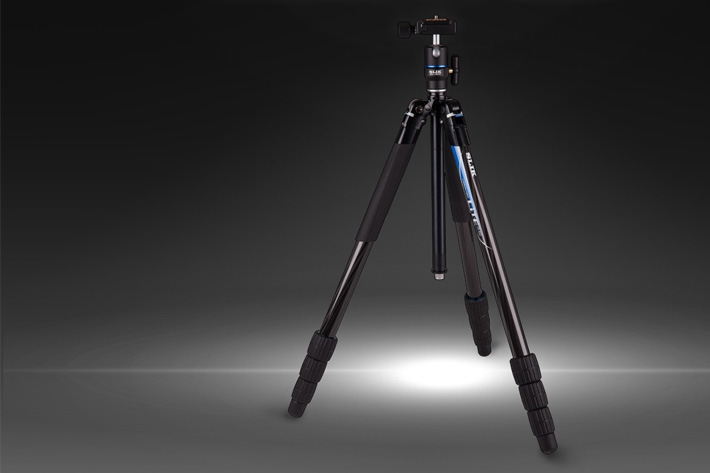 Slik tripods with a LED light, Sony with better 4K HDR
