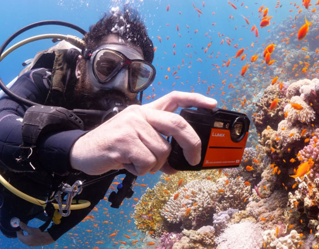 Underwater Panasonic Lumix TS7 4K action camera vs  FT7 9