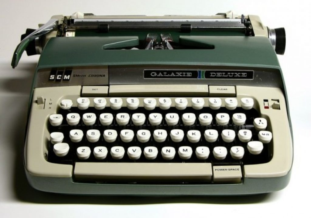 smith_corona_deluxe_typewriter_screenwriting_thumb.jpg