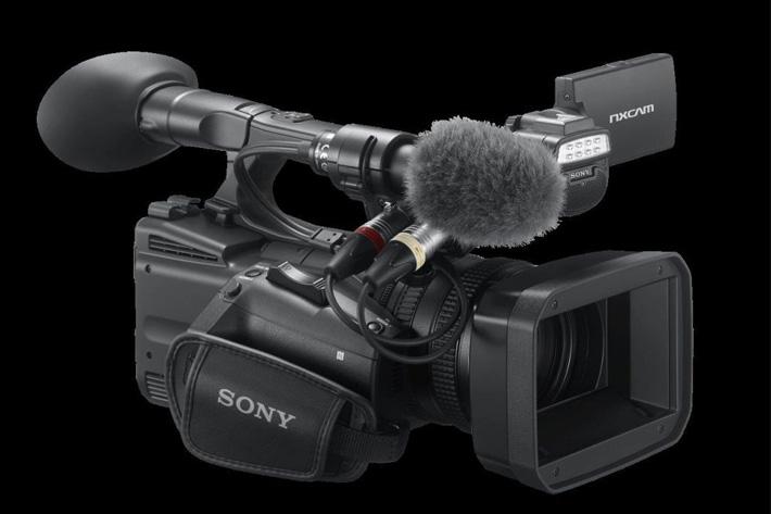 Sony HXR-NX5R has adjustable LED light