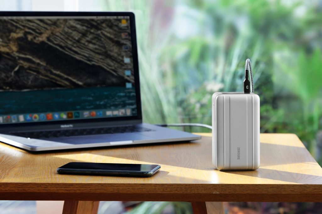 SuperTank Pro: a pocket-sized mobile power station