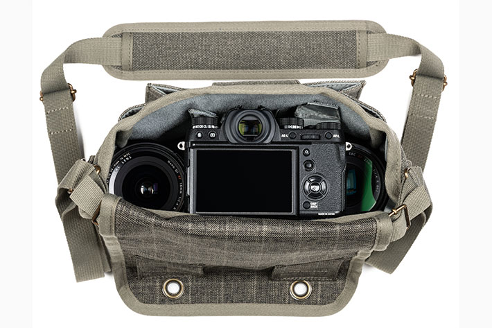 Retrospective 4 V2: a shoulder bag for street photographers with mirrorless 1