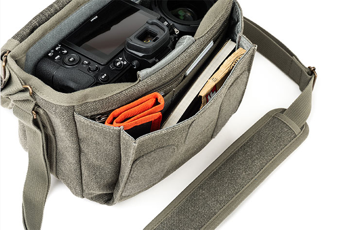 Retrospective 4 V2: a shoulder bag for street photographers