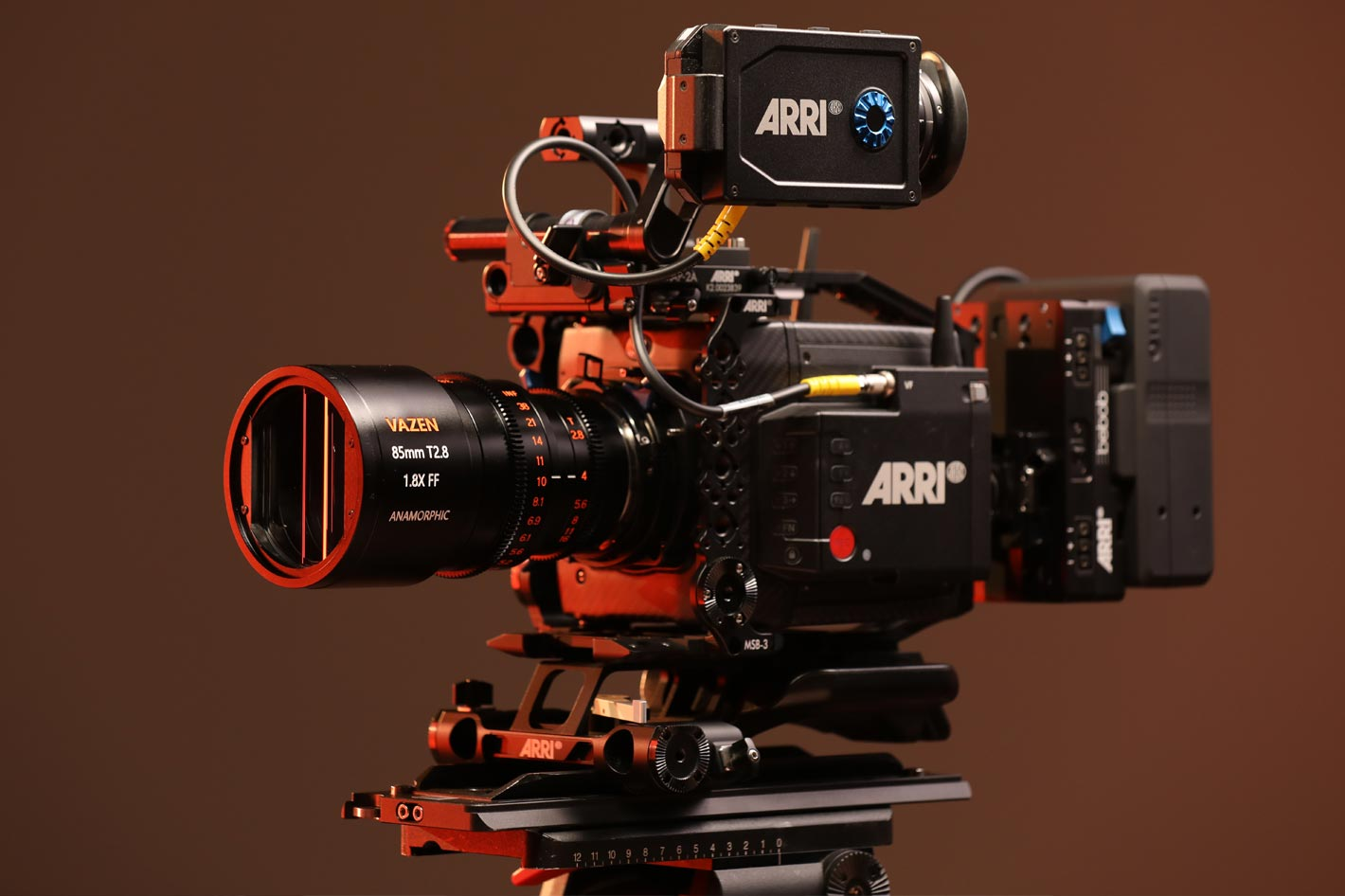 Vazen shows a new 85mm T2.8 1.8X Anamorphic in PL/EF mount