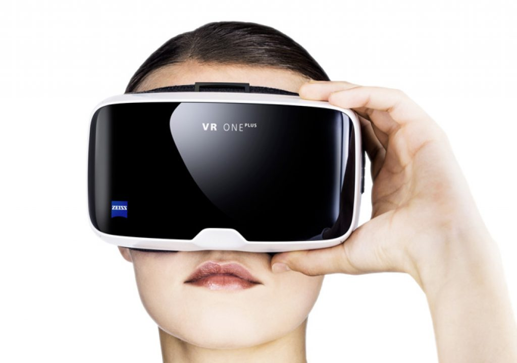 """Zeiss VR ONE Plus: from virtual cinema to a drone's """"cockpit"""""""